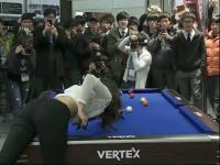 性感韩国美女玩台球
