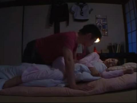 想爱的哥哥偷摸熟睡的妹妹惊醒兄妹做爱了