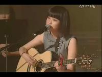 tl韩国美女歌手 iu 吉他自弹翻唱《gee谎言