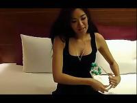 视频标签:美女母乳