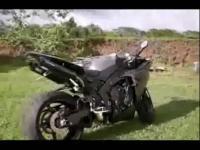 美女越野摩托车疯狂表演