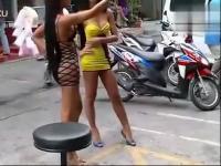 街拍黑色超短裙性感美女