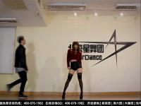 【美女热舞】性感美女大跳钢管舞