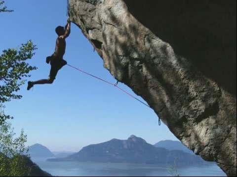 勇敢的��\_勇敢男人steve townshend和tim emmett巨石极限攀爬