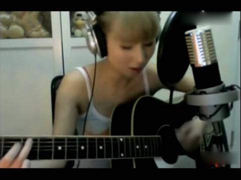 美女 吉他弹唱 海阔天空