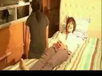 床吻戏视频《恶魔在身边》激情吻戏床戏