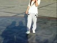 天津美女跳鬼步舞