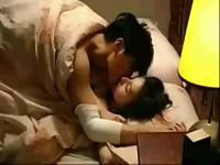 婚前试爱周秀娜吻戏床片段