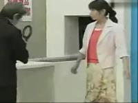 日本保安爆笑恶搞清纯美女flv搞笑视频