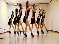短裤美女性感热舞