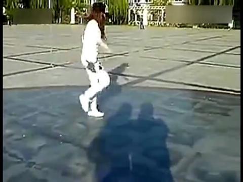 鬼步舞视频教学:【鬼步舞】天津美女跳鬼步