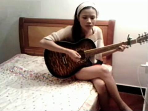 吉他弹唱 滴答 女生