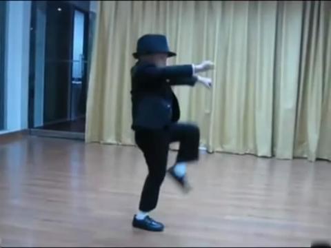 儿童爵士舞蹈视频—模仿迈克杰逊·幼儿舞蹈大赛2013