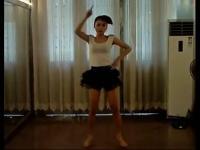 韩国超萌美女在家热舞自拍