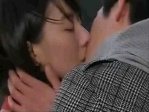 吻戏床戏脱戏 激情男女拥吻
