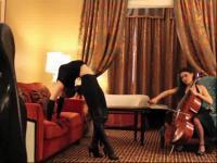 双人美女酒店展示音乐柔术