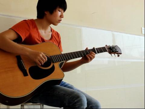 海阔天空女生吉他弹唱