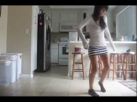 美女热舞 美女自拍鬼步舞教程