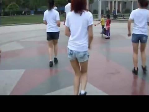 美女广场舞咚巴拉32步