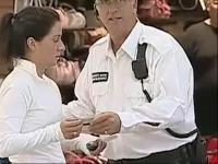 视频标签:地铁吃美女豆腐