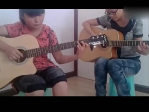 【美女吉他弹唱】俩美女合作滴答吉他弹