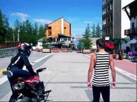超炫摩托车牛人pk跑酷高手