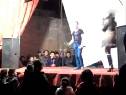 农村歌舞团开放表演 农村歌舞团开放表演组图 农村歌舞团开放表演 10