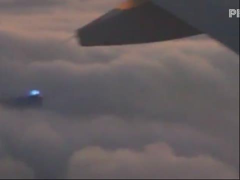 2012年12月29日从飞机上拍到的蓝色ufo