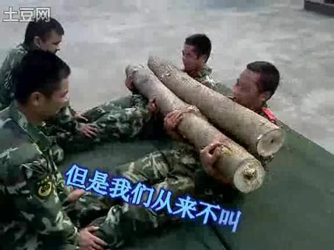 军人肌肉帅哥健身训练